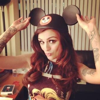 Esta es la cancion numero 10 del disco de Cher Lloyd,Stick Stones..