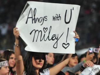 Porq lo da todo X sus fans incluso en concierto.