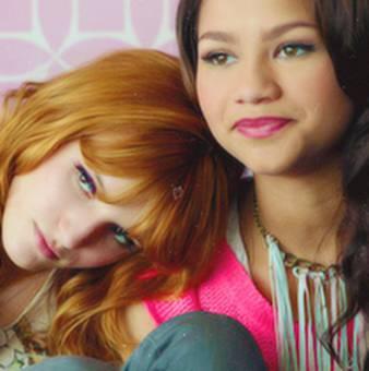 Bella Thorne con Zendaya 3