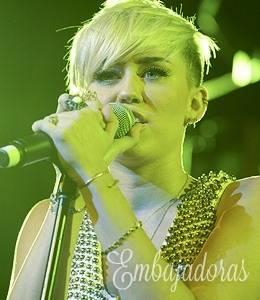 Miley Cyrus es genial cantante.