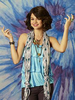 Selena la diosa capa divina.