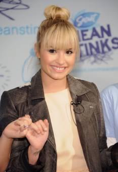 ♦ Demi Lovato .