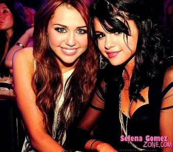 Dicen a Miley, Miley fea Cyrus y a Selena, Cerdena Goma, sus nombres son: Miley Cyrus y Selena Gómez y ya está