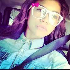 Por ser tan linda con gafas