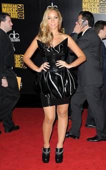 Leona Lewis(que parece que hubiera usado el mismo vestido que en los MTV, si no es el mismo pero más co**o)