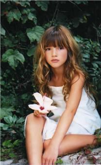 Por haber sido hermosa de pequeña