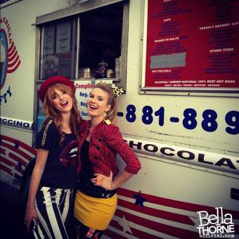 Bella con Caroline
