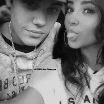Becky G And Justin Bieber Kissing