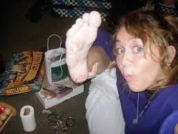Miley Cyrus la drogada,alcholica,que se toma fotos desnuda,medio loca,falsa,creida,buena cantante