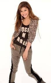 Zendaya Coleman Como Siempre Bien Vestida Y Hermosa Con Una Pose Natural
