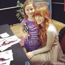 Bella es buena con sus fans y con los niños