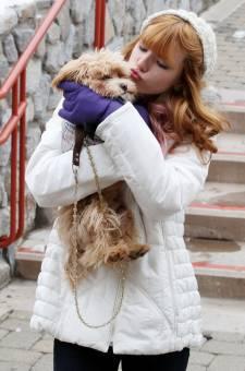 bella se saca una linda foto con su perrito