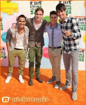 Big Time Rush en la alfombra Naranja de los Kids Choice Awards 2012