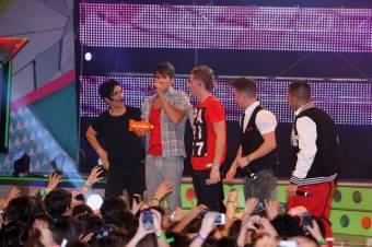 Big Time Rush recibe el premio en los KCA Argentina como el mejor Artista Internacional sobre One Direction,  Justin Bieber, Katy Perry, Lady Gaga,  Adele,  LMFAO entre otros