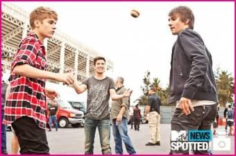 Justin Bieber y Big Time Rush juegan futbol en la Ciudad de Mexico antes de sus conciertos