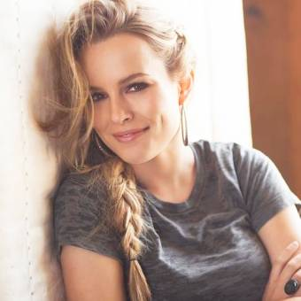 i love bridgit mendler.