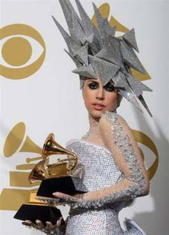 Lady Gaga ganá 2 grammy