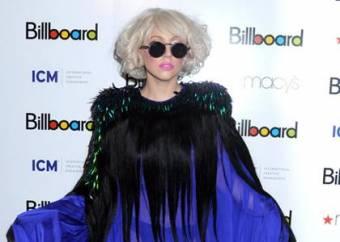 Lady Gaga como mujer del año billboard gracias a sus exitos y ventas de poker face y just dance