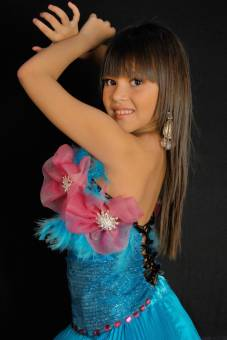 Niña Lara    Paola Vega