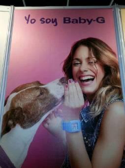 Le encantan los animales y los disfruta con orgullo.Quiere que todo el mundo sepa y que sean igual que ella,cuidar y respetar a los animales.¿Eso es ser creida?
