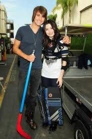 James y Miranda Cosgrove