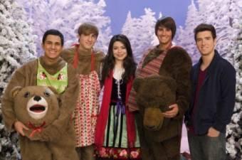 Logan en Navidad junto a sus compa�eros de BTR y Miranda