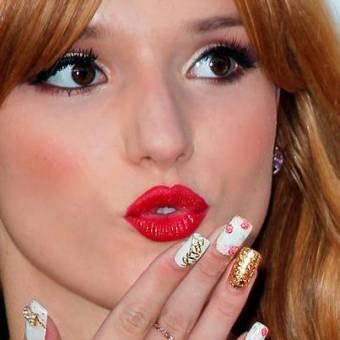 Por sus maravillosas uñas