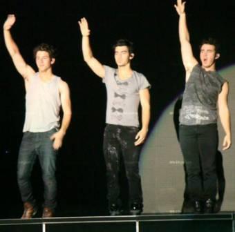 Jonas Brothers mas de 6 años de carrera como musicos y actores teniendo millones de fans que los Aman