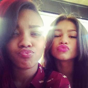 Zendaya y una amiga del colegio