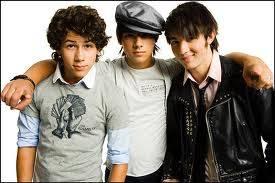 JB ( Jonas Brothers )