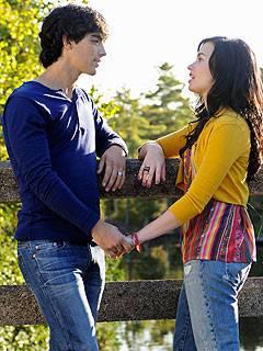 Jemi ! > Joe Jonas & demi lovato *-* aunqe duraron poco ! habia amor! son grandes cantantes y actores hacen muy linda pareja