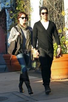 Jashley > Joe Jonas & Ashley Grene la cual es no muy aceptada ni querida por las fans de Joe