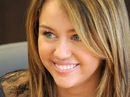 Miley es mas hermosa que selena