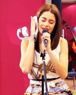 Violetta canta podemos....