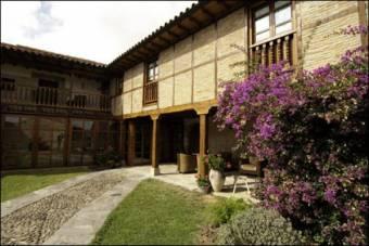 http://www.turismocantabria.es/es/ver-la-casona-de-los-guelitos/24#datos_generales