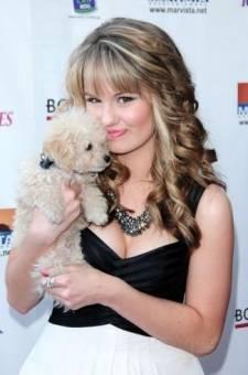 Debby ryan y su perro