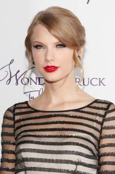 TAYLOR SWIFT CARA DE ANGEL HERMOSA