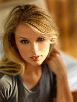 HERMOSA TAYLOR SWIFT
