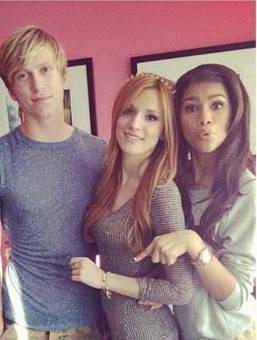 Bella lleva dos años con Tristan,¿An dejado de ser amigas por eso? NO digan estupi.deces!