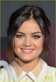 Lucy Hale rostro.