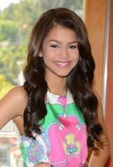 Zendaya tiene una sonrisa mas bonita.