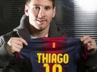 Messi ya es papa y he aqui la camiseta de su hijo Thiago con su numero 10