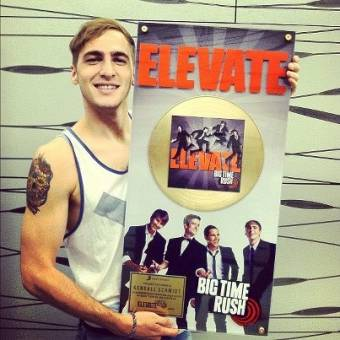 Kendall es el chico que mas colaboro con el segundo album de BTR ELEVATE junto con Logan
