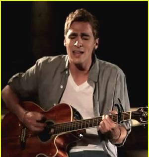 Kendall Schmidt es un Haz de la Guitarra.