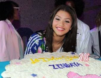 zendaya y el pastel
