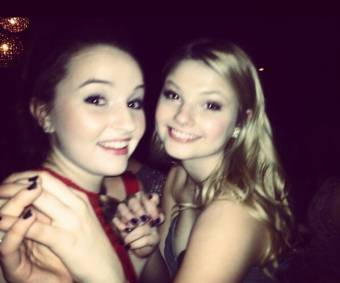 �@KaitlynDever: Me and @StefanieScott at winter formal :) pic.twitter.com/gThjscqz� :)