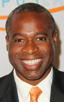 Mr.Moseby--Phill Lewis--44 años