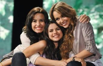 Selena Gomez , Demi Lovato y Miley Cyrus