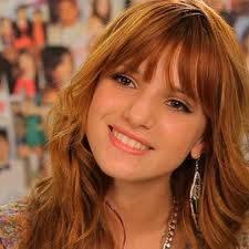 bella:ella es muy linda sabe cantar y bailar al igual que zendaya