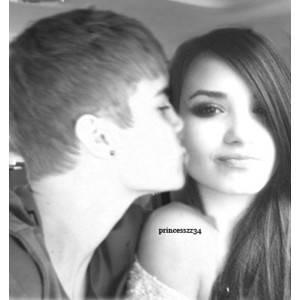 Justin bieber enga�o a selena gomez con Demi Lovato